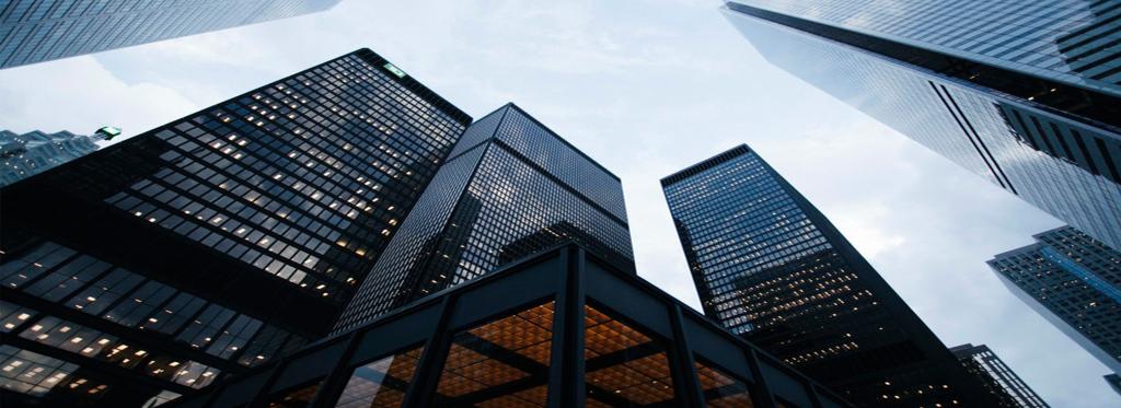 città moderna con grattaceli e uffici simbolo di business