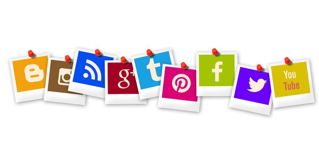 icone colorate dei social media raffigurate come polaroid
