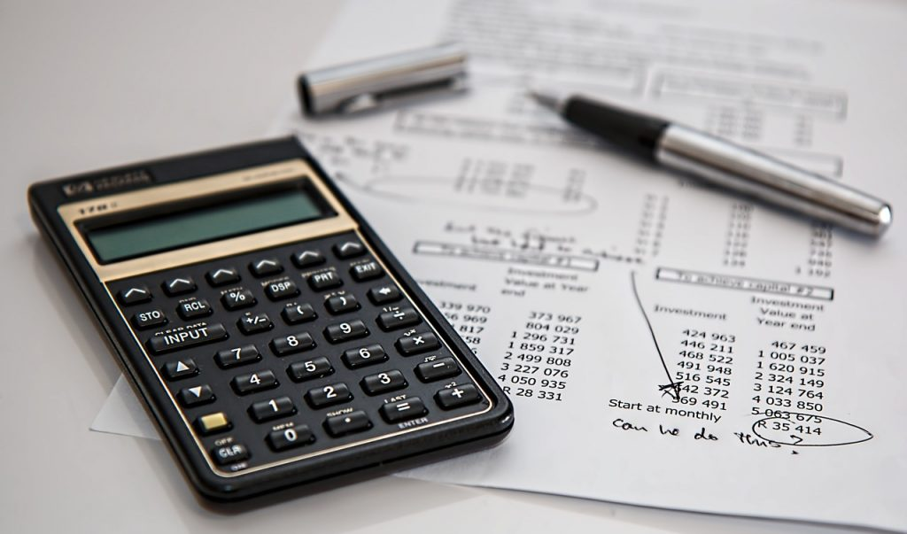 controllare la contabilità aziendale con la calcolatrice